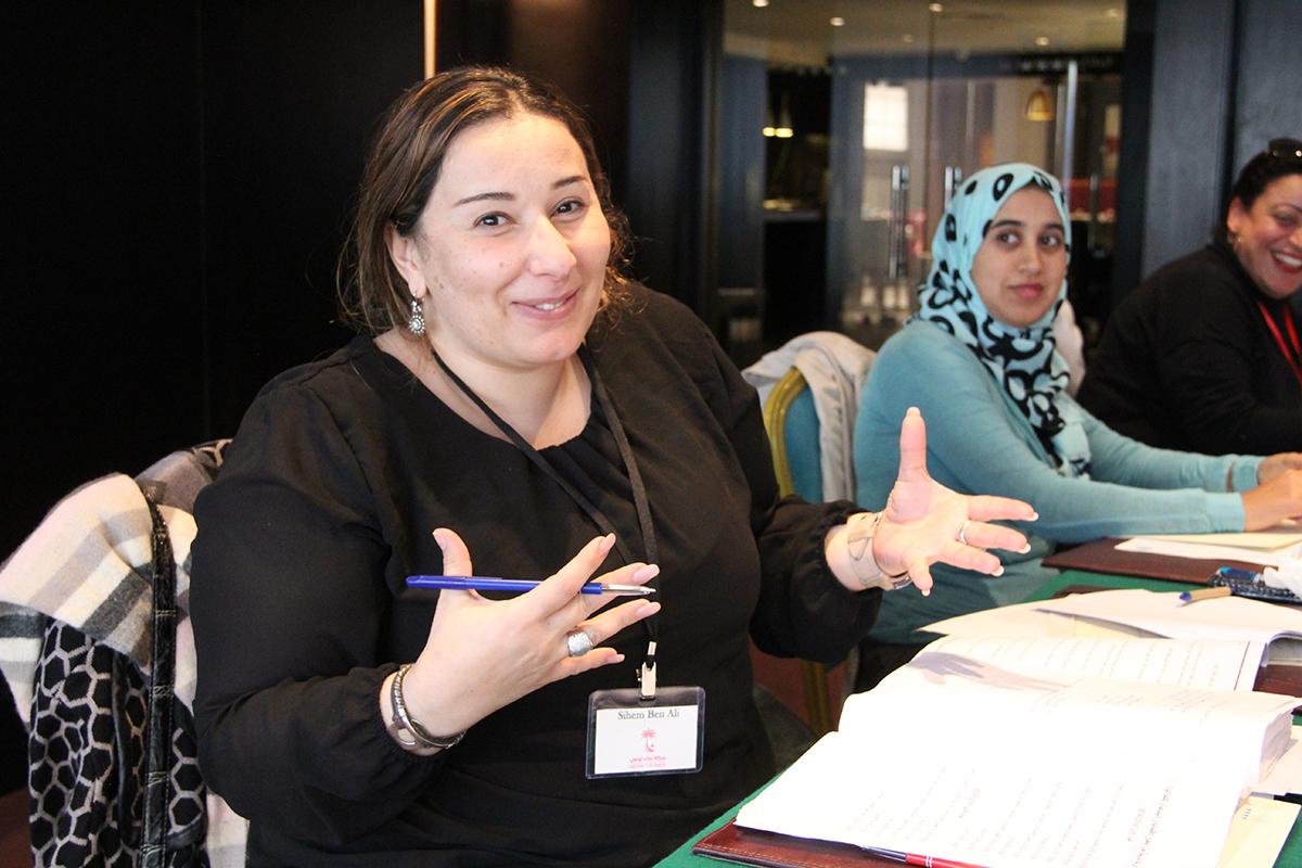 Sihem Ben Ali är en av deltagarna i Aswat Nissas politiska skola för kvinnor. Hon är 38 år, fysioterapeut och politiskt engagerad. Foto: Kvinna till Kvinna/Karolina Sturén