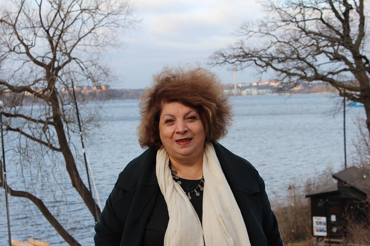 Gulnara Shahinian från vår armeniska samarbetsorganisation Democracy Today ser hur ungdomarna som deltar i fredsträningarna växer i självförtroende. Foto: Kvinna till Kvinna/Olga Beletski