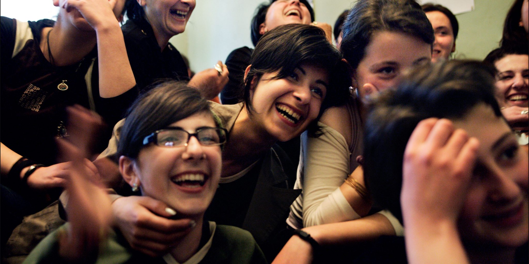 Unga kvinnor hos Women's Hope, som bland annat informerar om sexuella och reproduktiva rättigheter. Foto: Maria Steen/Moment