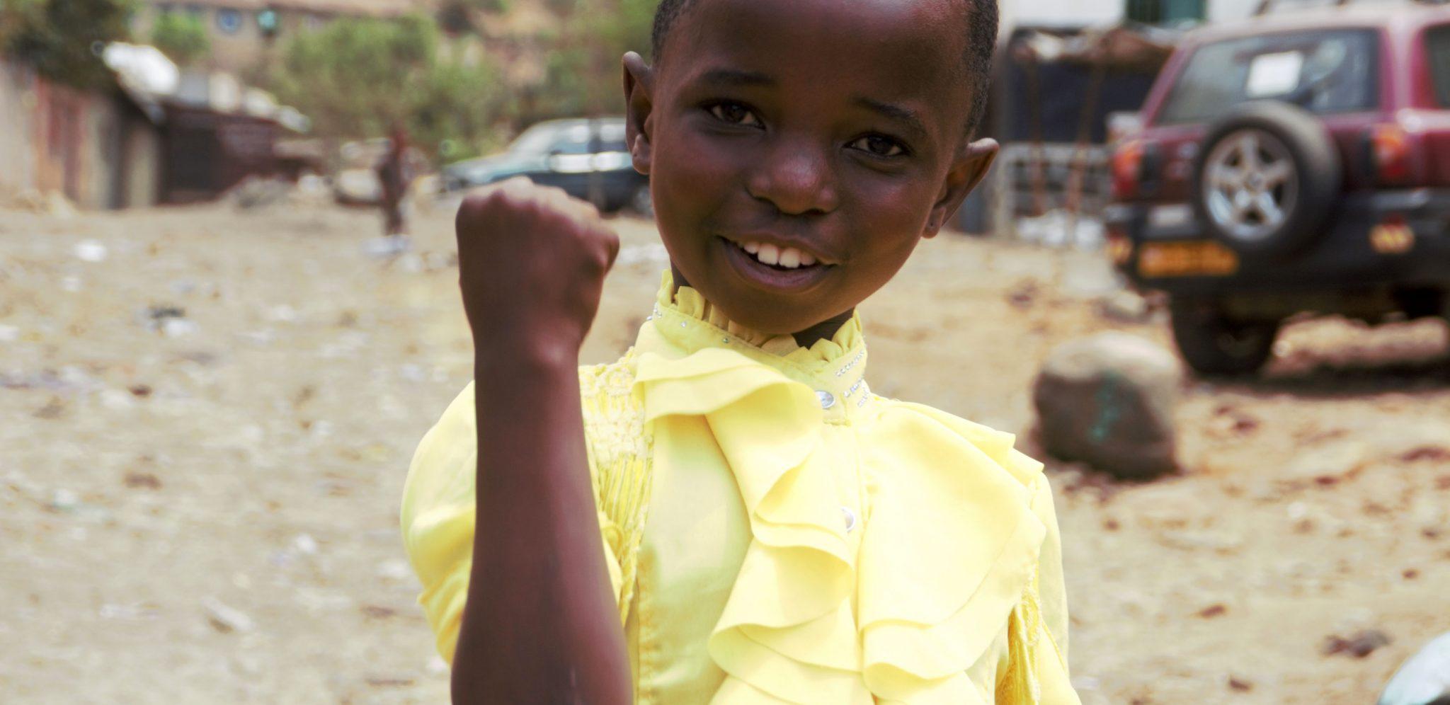 Alla flickor har rätt till en trygg skolgång. Vi och våra partners finns på plats i DR Kongo och jobbar för alla flickors rätt till en trygg skolgång. På bilden ser vi Pascaline Furaha. Foto: Bertin Mungombe