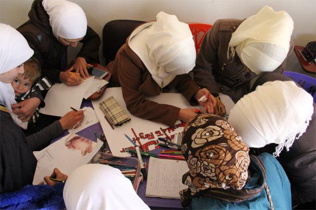 Hos Women Now for Development får kvinnor från Libanon och Syrien mötas och gå kostnadsfria kurser, här en kurs i social konflikthantering. Foto: Kvinna till Kvinna/Anna-Carin Hall