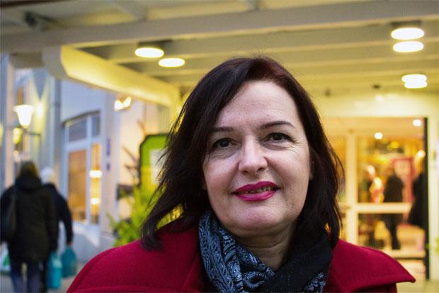 Veprore Shehu, ledare för Kvinna till Kvinnas samarbetsorganisation Medica Kosova fortsätter att arbeta för rättvisa för överlevare av sexuellt våld under kriget i Kosovo. Foto: Kvinna till Kvinna/Emma Janke