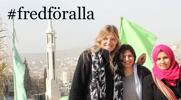 Matilda Reiderstedt (till vänster),Mira Nichani och Isra' Ramadan på en utbytesresa tillsammans med svenska och palestinska unga freds- och kvinnorättsförsvarare på Västbanken. Foto: Kvinna till Kvinna/Karin Tennemar