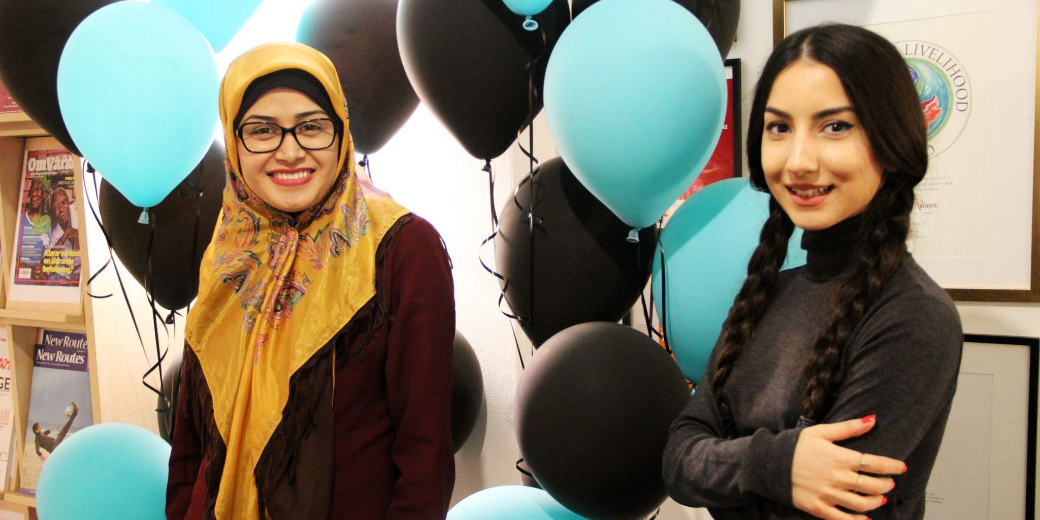 Saba Barmayehvar tillsammans med Amena Sadat som också är med i Kvinna till Kvinnas projekt Gemaket. Foto: Julia Örtegren
