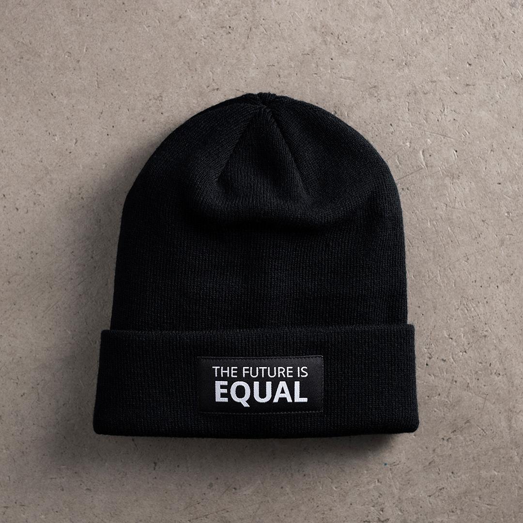 """På bild: Kvinna till Kvinnas Equality Beanie med texten """"The future is equal"""". Foto: Marcus Frendberg."""