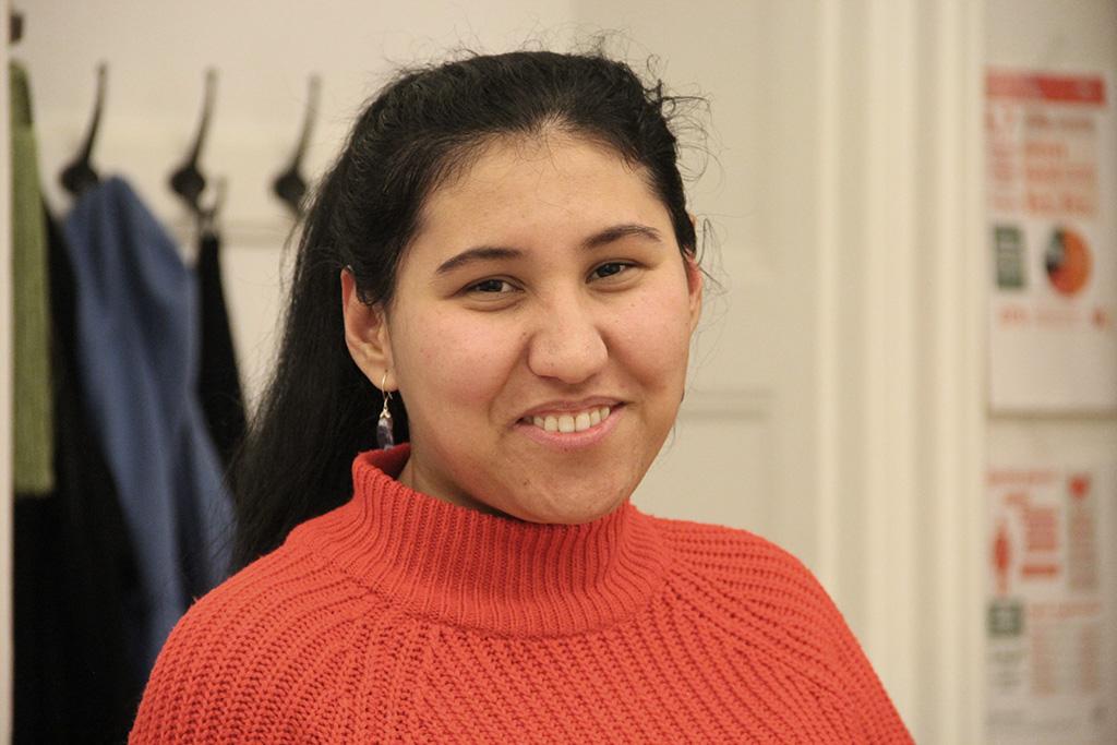 Nasrin är en av deltagarna i Gemaket. I framtiden vill hon bland annat driva en blomsterbutik som är kombinerad med ett bibliotek. Foto: Kvinna till Kvinna/Anna-Carin Hall.