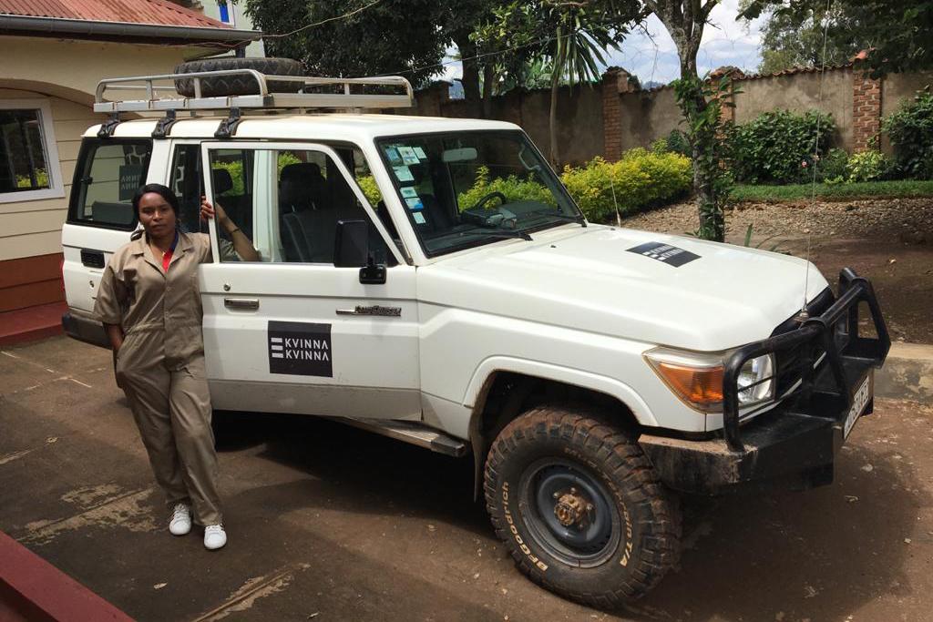 Prospère Bahati arbetar som chaufför åt Kvinna till Kvinna i Bukavu. Foto: Kvinna till Kvinna/Lola Ramón Bruquetas