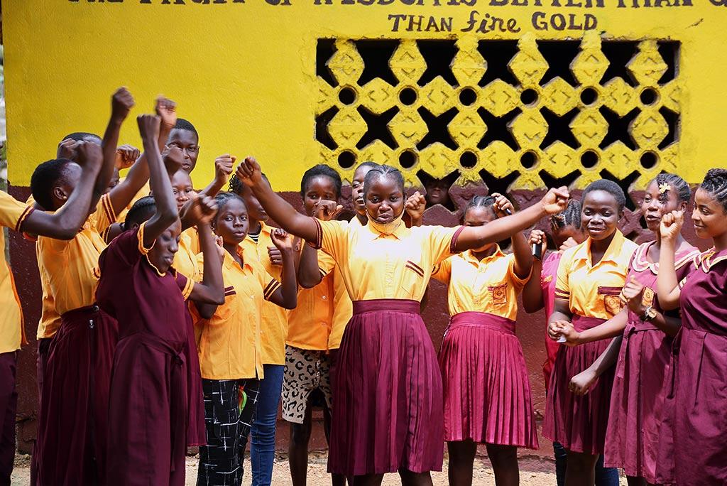Genom Kvinna till Kvinnas partnerorganisation WORIWA:s skolklubb har 18-åriga Oline Bule fått verktyg för att ta ställning mot det sexuella våldet i Liberia. Foto: Wolobah Sali